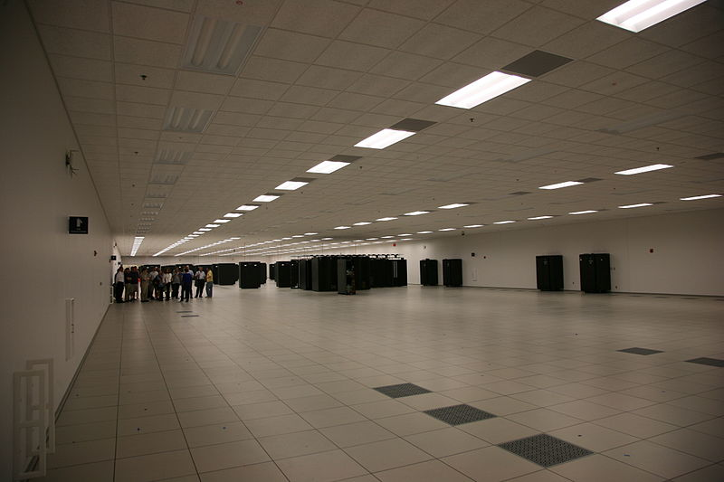 800px-Blue_Waters_main_data_center_room