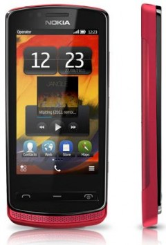 Review: Nokia 700   Dynamite Does Come in Small Packages small Review Nokia microSIM 800 710 700